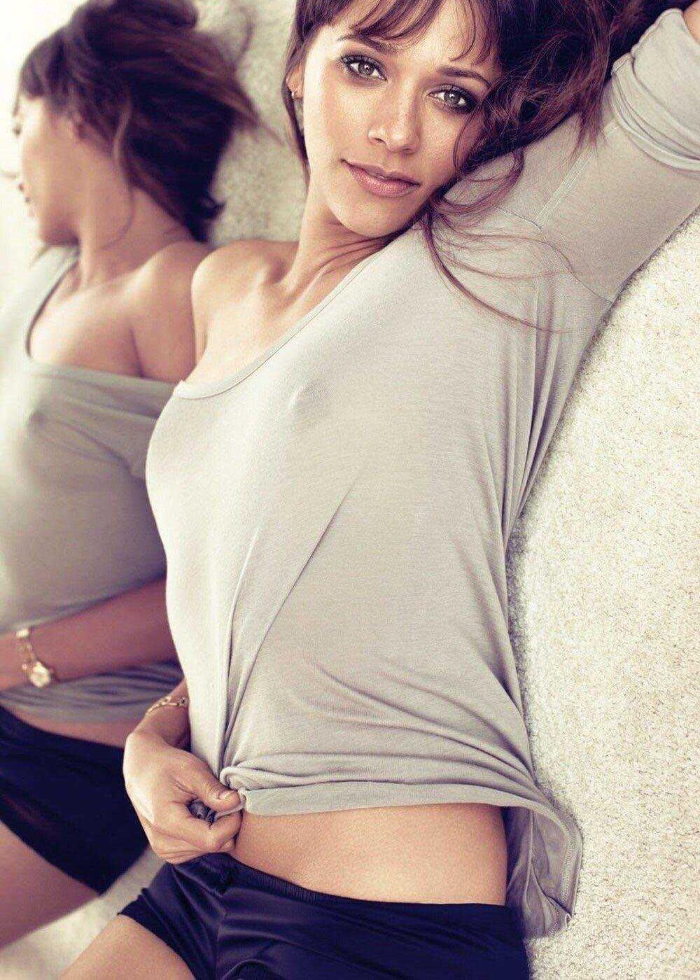 Rashida Jones Boobs